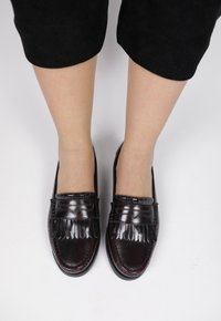 COLLEGE FRINGE shoes - vinho manchado