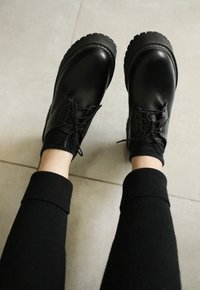 DAISY oxford - preto (vegan)