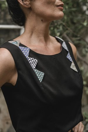 Blusa Cropped com Upcycling - Preto