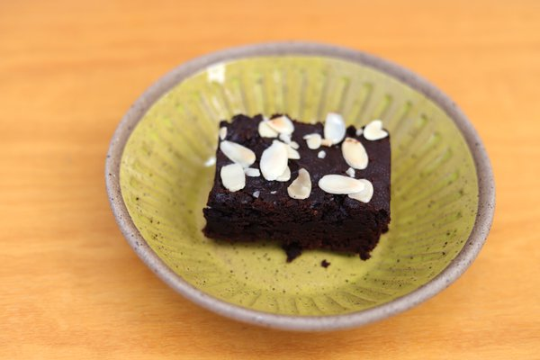 Brownie de chocolate com pasta de amendoim