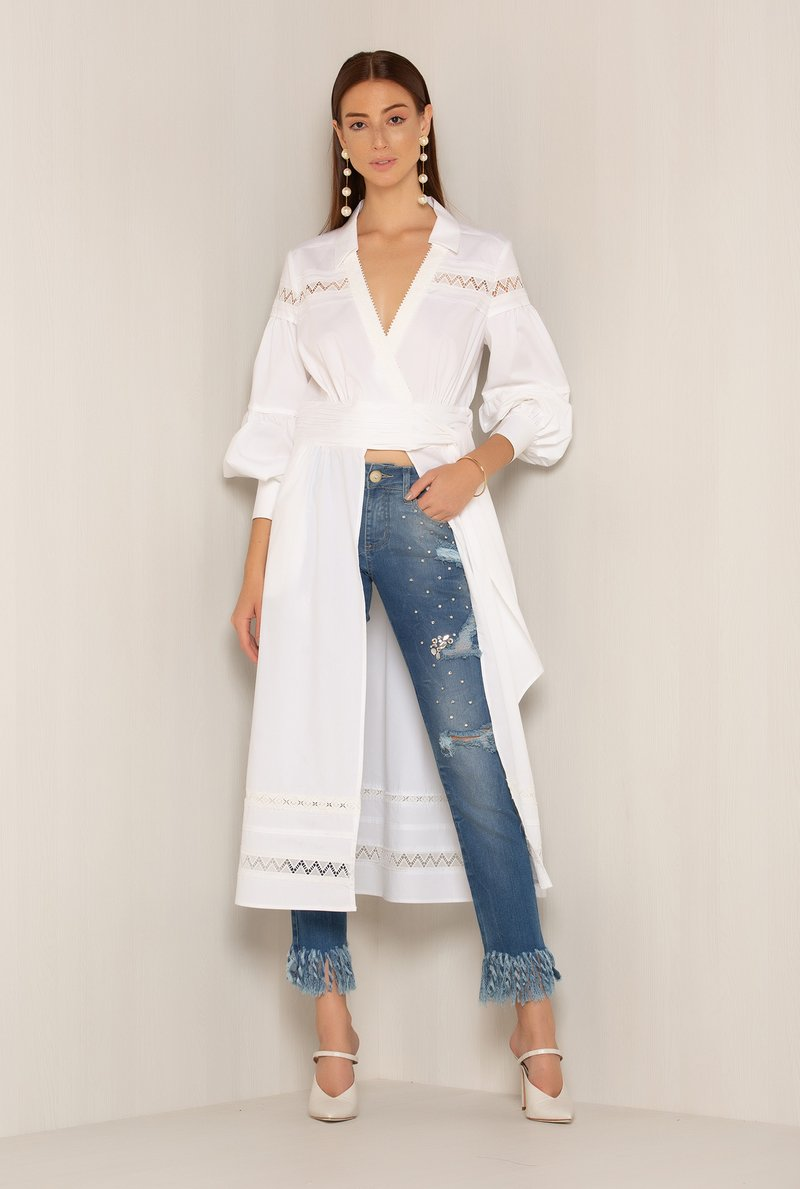 Calca Jeans Bordado Barra Desfiada