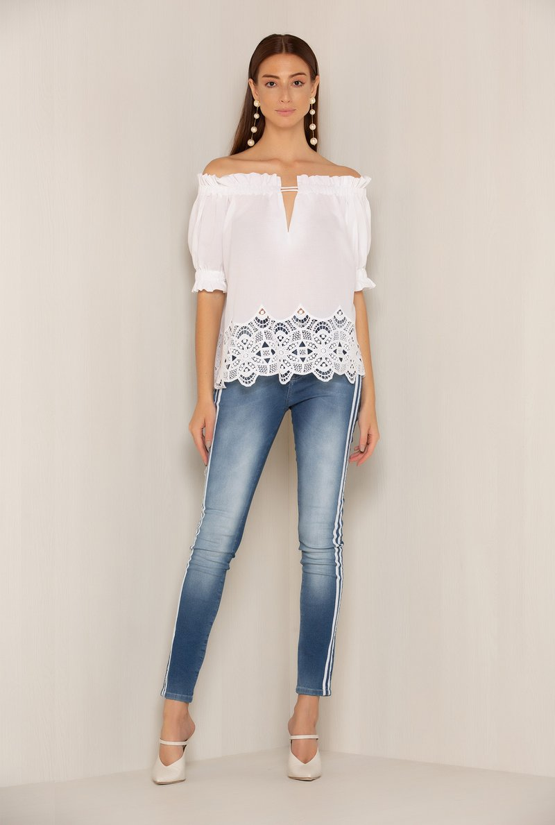 Calca Jeans Stripes Brancas Laterais