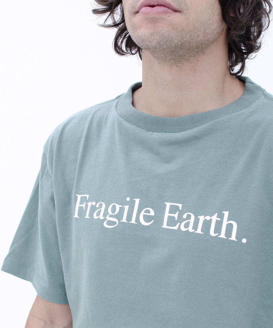 Camiseta Fragile Earth Verde
