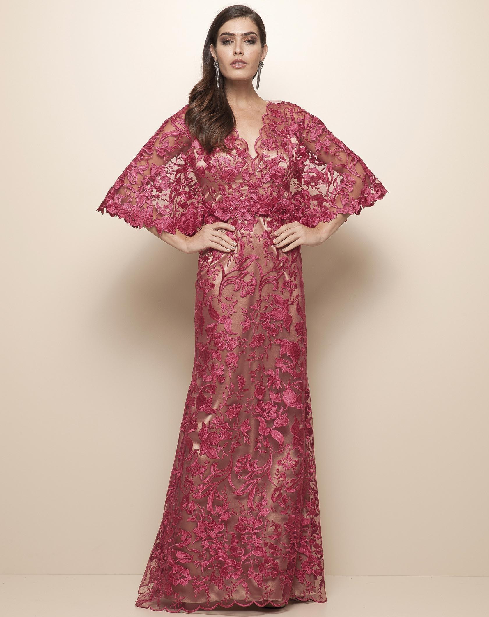 Vestido rosa longo de renda